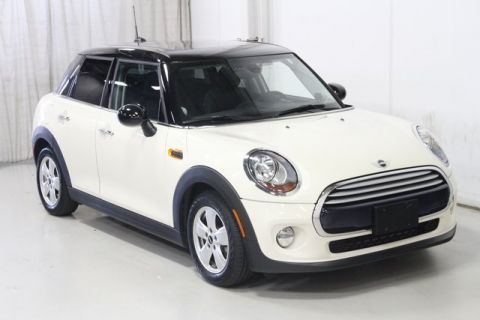 Pre-Owned 2015 MINI Cooper with Sunroof